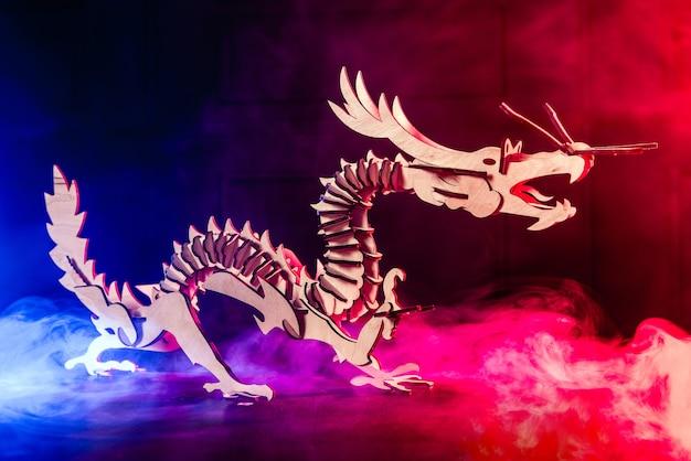 Puzzle 3d dragon en bois avec de la fumée