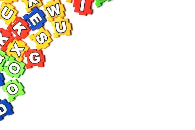 Puzzle abc sur fond blanc
