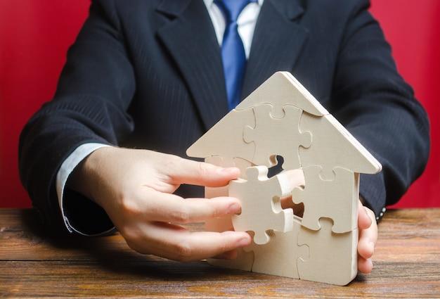 Puzzle maison avec une pièce manquante. achat ou construction d'une maison de rêve confortable.