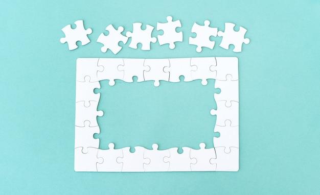 Puzzle avec des pièces pour le lettrage