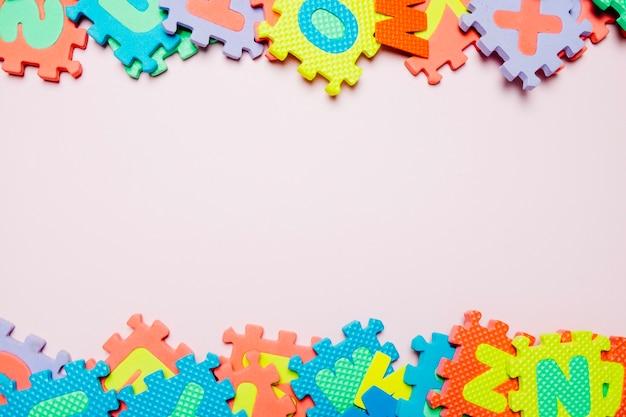 Puzzles brillants pour les enfants sur blanc