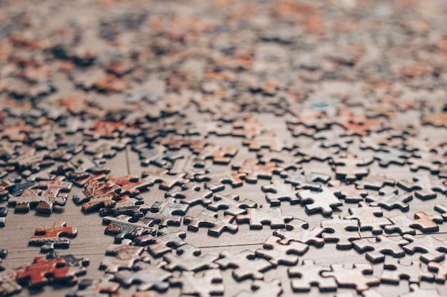 Des puzzles. jeux de société à domicile.