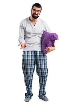 Pyjama décontracté, habillement, oreiller, barbe