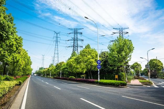 Pylône d'électricité isolé