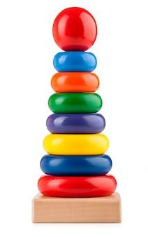 Pyramide de jouet pour enfants isolée