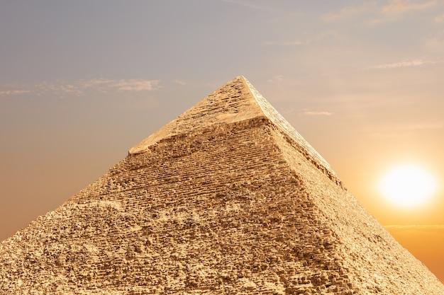 La pyramide de khafré à gizeh, egypte, vue détaillée.