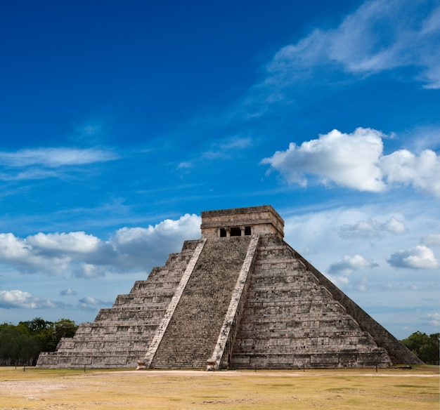 Pyramide maya à chichen-itza, mexique