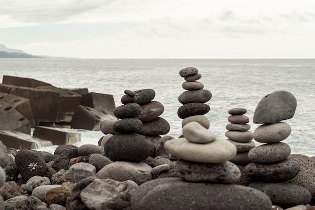 Pyramide rocheuse en équilibre