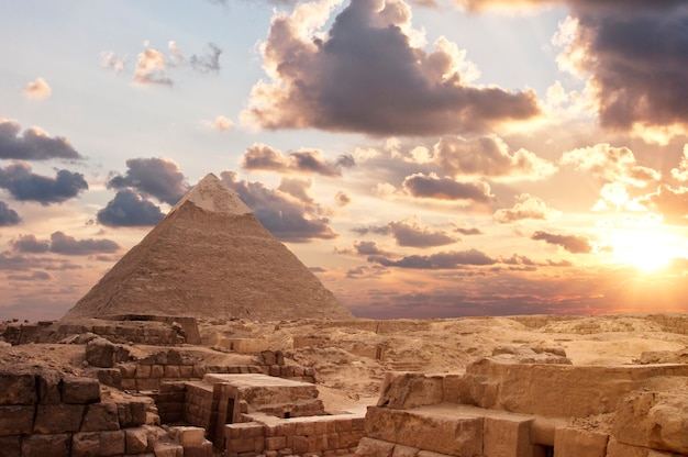Pyramides au coucher du soleil