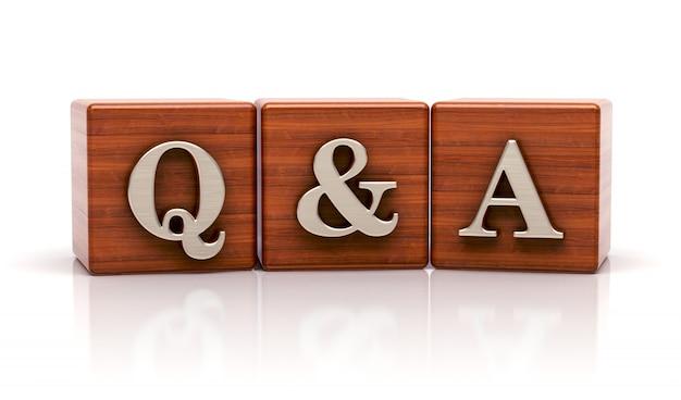 Q & r écrit sur des cubes en bois