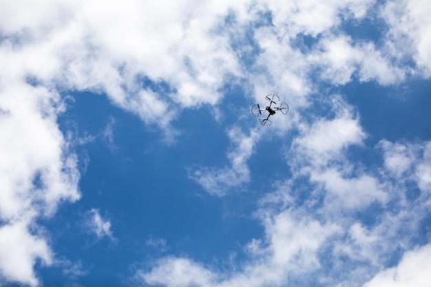 Quadricoptère drone avec appareil photo numérique