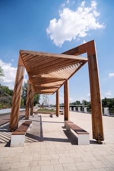 Quai de l'oural eté tonnelle en bois l'élément d'amélioration urbaine