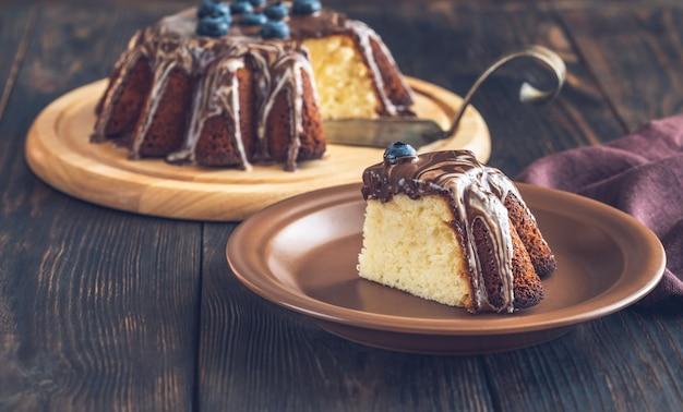 Quart de gâteau au citron avec garniture au chocolat