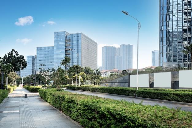 Quartier central des affaires, routes et gratte-ciel, xiamen, chine.