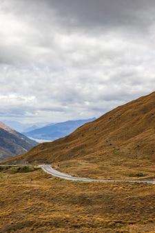 Quartier de queenstown la route entre la montagne de l'île du sud nouvelle-zélande