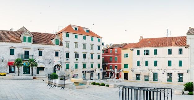 Le quartier de la vieille ville la ville de makarska