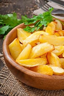 Quartiers de pommes de terre frits