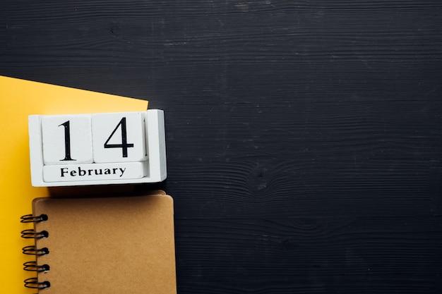 Quatorzième jour du calendrier du mois d'hiver février avec espace de copie.