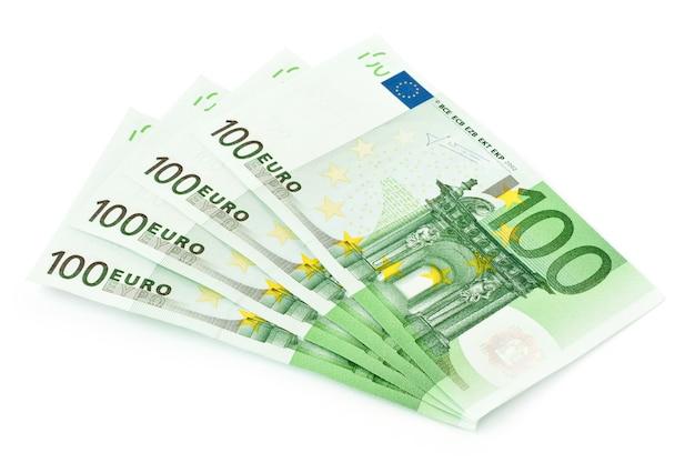 Quatre billets d'euro isolé sur fond blanc