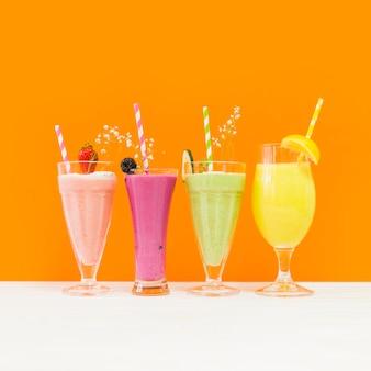 Quatre délicieux smoothies d'été