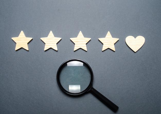Quatre étoiles et un coeur au lieu de la cinquième