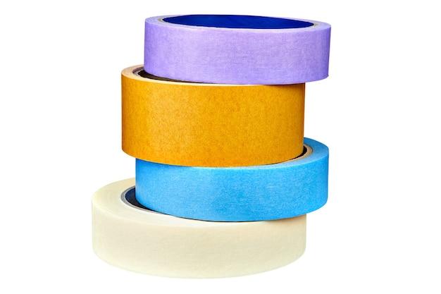 Quatre rubans adhésifs multicolores sont empilés les uns sur les autres.