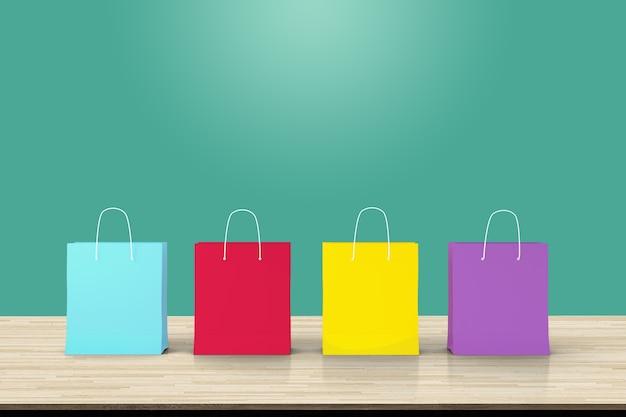 Quatre sacs à provisions en papier sur toile de fond de table en bois
