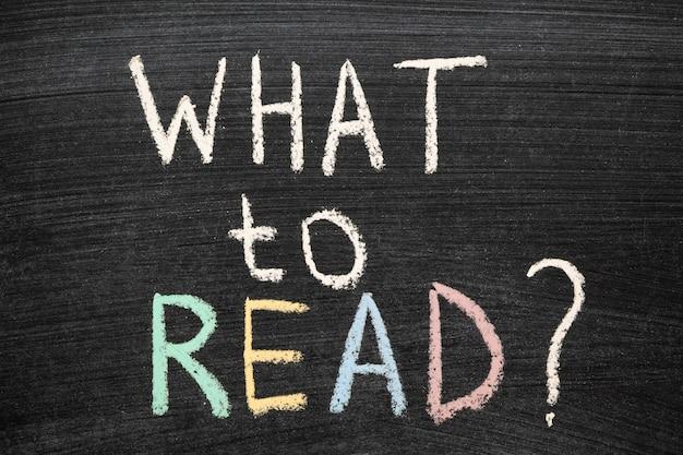 Que lire la question manuscrite sur le tableau noir de l'école
