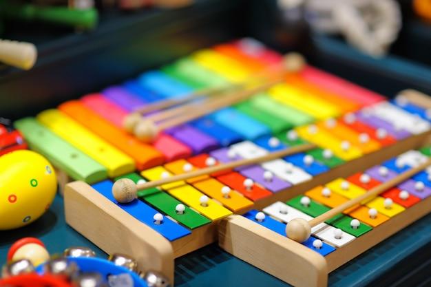 Quelques xylophones lumineux, photo en gros plan