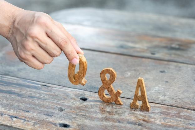 Question et réponse sur ce dernier en bois pour une utilisation dans la discussion, la consultation, le séminaire