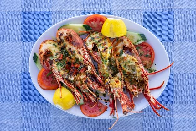 Queue de homard grillée au restaurant