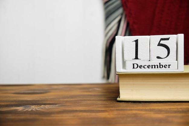 Quinzième jour du calendrier du mois d'hiver décembre avec espace de copie.