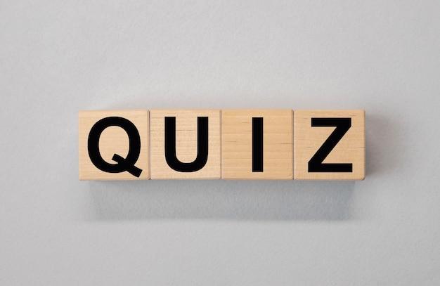 Quiz Ou Mot De Quiz, Inscription, Jeu Amusant Avec Des Questions. Photo Premium