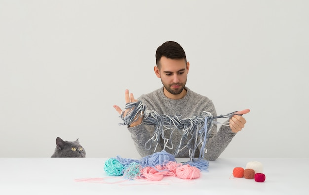 Quoi? j'essayais de t'aider à tricoter