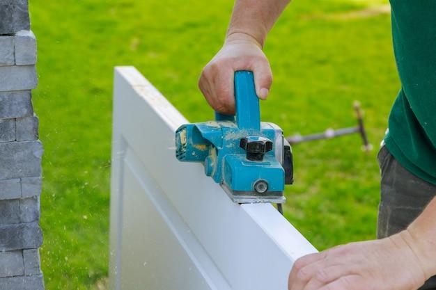 Raboteuse électrique pour le traitement professionnel de la porte en bois à l'aide de matériel artisanal