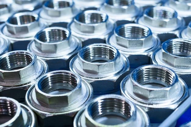 Raccords de raccordement de plomberie pour tuyaux en plastique.