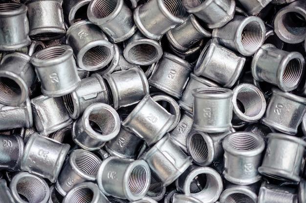Raccords de raccordement pour tuyaux métalliques.