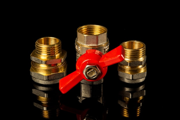 Les raccords et les robinets en laiton sont souvent utilisés dans les installations de plomberie et de gaz