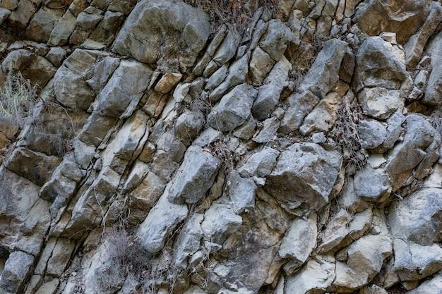 Race de montagne en couches gris naturel gros plan comme arrière-plan.