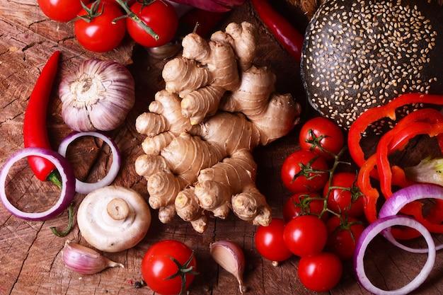 Racine de gingembre aux légumes