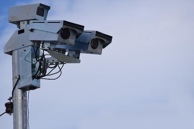 Radar photographique à contrôle de vitesse, monté sur poteau