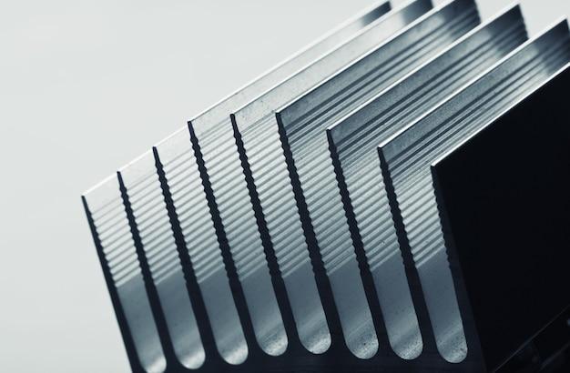 Radiateur en métal dépouillé photo gros plan