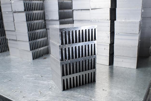 Radiateurs métalliques sur la table