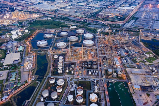 Raffinerie industrie pétrochimique zone de gaz de pétrole affaires d'import et export international