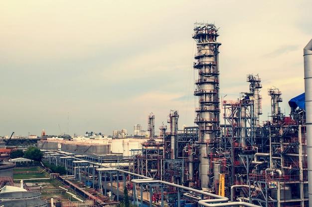 Raffinerie industrie de la production de réservoirs de pétrole et de pipelines.