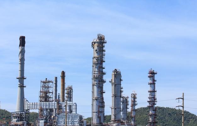 Raffinerie de pétrole dans une journée