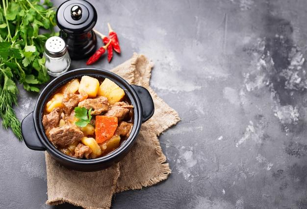 Ragoût de boeuf aux pommes de terre et carottes