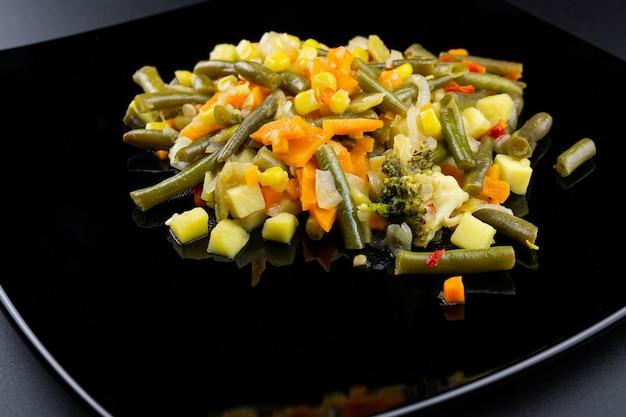 Ragoût de légumes sur une assiette