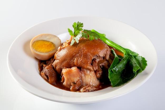 Ragoût de porc cuit avec sauce chinoise à la sauce douce.