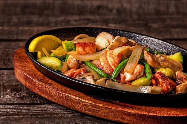 Ragoût de poulet aux légumes et champignons